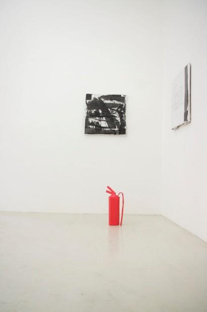 Florian aus Traiskirchen, o.T. 1&2, 2016 und Ferdinand aus St. Anton am Arlberg, rotes Objekt aus der Serie: rote Objekte, 2016